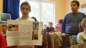 """Младите възрожденци от НУ """"Христо Ботев"""",  Плевен изработват табло за 24 май – 16.05.2016"""